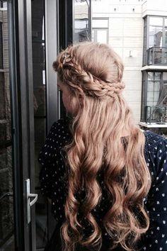 Örgülü Uzun Kıvırcık Saç Modeli