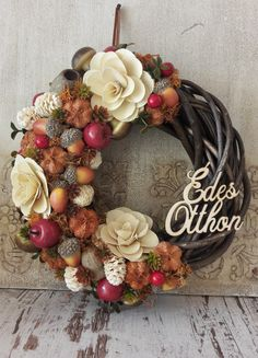 Holiday Wreaths, Christmas Decorations, Holiday Decor, Terrarium Diy, Sand Art, Xmas Crafts, Plant Holders, Autumn Home, Rogers Gardens