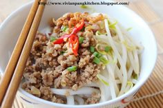 Vivian Pang Kitchen: Hakka Lo See Fun with Minced Meat (客家肉碎老鼠粉) Mince Dishes, Meat Steak, Pork Mince, Types Of Meat, Asian Recipes, Ethnic Recipes, Malaysian Food, Kitchen Dishes, Fried Rice