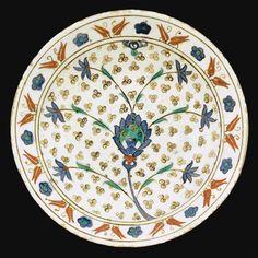 An Iznik Polychrome Cintamani Dish, Turkey, circa 1580.