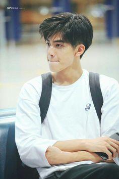 Hipster Haircut For Men Hot Korean Guys, Korean Boys Ulzzang, Cute Asian Guys, Cute Korean Boys, Cute Boys, Hipster Haircuts For Men, Korean Men Hairstyle, Song Wei Long, Undercut Men