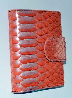 Cartera Greace, piton salmon. - http://www.cueroyco.com/product/cartera-greace-piton-salmon/