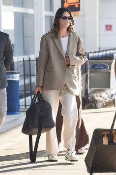 Cute Comfy Outfits, Casual Outfits, Fashion Outfits, Celebrity Outfits, Celebrity Look, How To Wear Shirt, Vintage Street Fashion, London Outfit, Kendall Jenner Outfits
