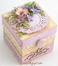 How to make tiny paper flowers for card and lovely gift box Scrapbook Box, Scrapbooking, Exploding Gift Box, Boxes And Bows, Diy And Crafts, Paper Crafts, Decoupage Box, Pretty Box, Altered Boxes