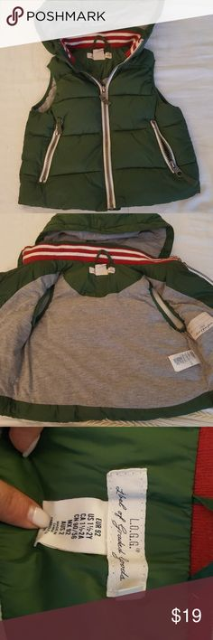 2T green vest with detachable hoodie In GREAT CONDITION, love love this vest, fantastic for autumn and spring weather. In my opinion, I think it runs BIG. My son wore this when he had just turned 4 in the spring  this year. BUNDLE for a discount H&M Jackets & Coats Vests