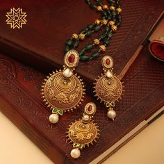 Timeless Tradition 😍 Antique Jewellery Designs, Gold Earrings Designs, Antique Jewelry, Jewelry Design, Indian Gold Jewellery Design, Locket Design, Indian Jewelry Sets, Manubhai Jewellers, Gold Rings Jewelry