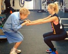 Best Exercise Video Ever: Watch This Woman Doing Squats. The best part of this is that my grandma is Edna and she's 97 too! Weight Loss For Women, Fast Weight Loss, Weight Lifting, Just Love, Ketogenic Diet, Womens Health Magazine, Girl Blog, Old Women, Excercise