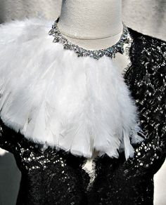 Feathered collar