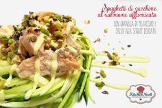 THE KITCHEN NOOK: Spaghetti di zucchine al salmone affumicato con granella di pistacchi e salsa alla senape delicata.