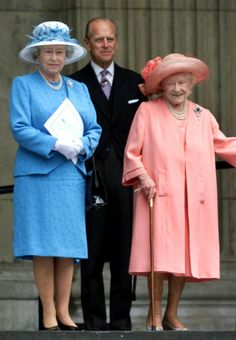 2000 Queen Elizabeth The Queen Mother Style Evolution: From Pearls To Pearls (PHOTOS)