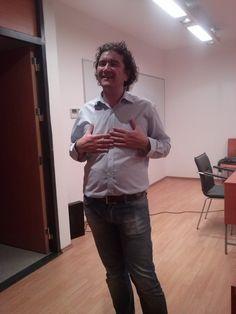Blogger-ul Cristian China Birta, #Chinezu, invitatul special din data de 29.10.2014, la Masterul de Social Media şi Marketing Online, SNSPA. http://cristianchinabirta.ro/