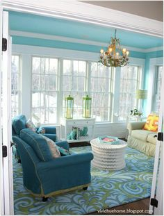 Beautiful for a sunroom! I love this room! House of Turquoise: Vivid Hue Home House Of Turquoise, Turquoise Kitchen, My Living Room, Living Spaces, Home Theaters, Sunroom Decorating, Beach House Decor, Home Decor, Beach Houses