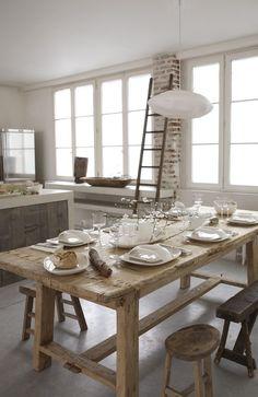 Table bois de grange recyclé, banc et tabourets
