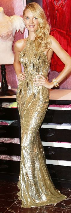 Candice Swanepoel in a long sequined gold floor length gown wavy curls side part hair airing the Victoria's Secret Fantasy Bra 2013 in New York Beauty And Fashion, Gold Fashion, Candice Swanepoel, Gold Dress, Dress Up, Gold Gown, Evening Dresses, Prom Dresses, Dresses 2016