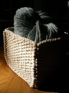 easy knitted box basket.