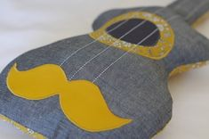 coussin guitare gris/moutarde