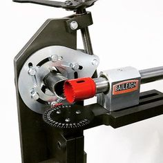 Radial vise design allows for clamping in a bend and notching virtually anywhere