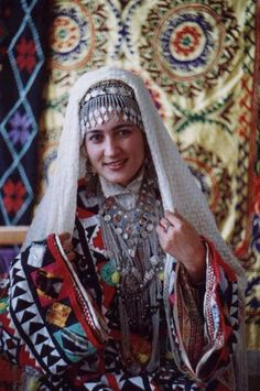 A Tajik woman wearing traditional costume. © Tirdâd Gorgâni/geocities.com/dushanbe2004