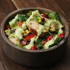 Southwestern Chopped Salad With Avocado Dressing This Southwestern Salad With Avocado Dressing Will Make You Feel Amazing Veggie Recipes, Salad Recipes, Cooking Recipes, Healthy Recipes, Avocado Dressing, Vinaigrette Dressing, Healthy Salads, Healthy Eating, Southwestern Salad