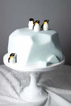 For Heaven's Cake: Irresistible Cakes for All Occasions - Kuchen recepte - Bolo Pretty Cakes, Cute Cakes, Beautiful Cakes, Amazing Cakes, Yummy Cakes, Food Cakes, Cupcake Cakes, Cake Fondant, Fondant Cake Decorations
