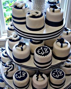 omg this is exactly what I want except with cupcakes! and then our two tier cake on top