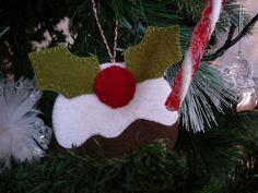 Kerstpuddingkje, gemaakt van vilt en een stukje karton