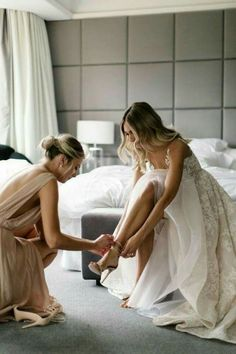 bride and bridesmaid getting ready wedding photography Bridesmaid Getting Ready, Getting Ready Wedding, Groom Getting Ready, Wedding Goals, Wedding Pics, Wedding Dresses, Sister Wedding Pictures, Before Wedding Pictures, Bride Pictures