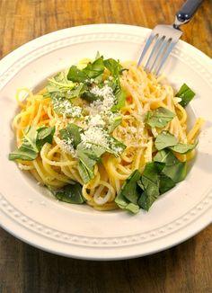 Spagetti met knoflook, boter en parmezaan