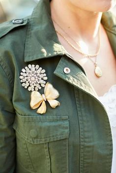 How to wear vintage brooches on an army jacket for Fall!