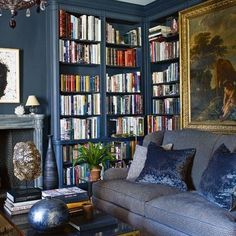 This moody space from Aerin Lauder's stylish New York City apartment always stops me in my pinning tracks. The entire Upper East Side abode is as chic as can be, but this room, which can be f… Glam Living Room, Spacious Living Room, Living Room Decor, Living Spaces, Dining Room, Upper East Side, Aerin Lauder, Estee Lauder, Printed Sofa