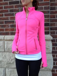 This body-skimming Lululemon Tank is made for yoga, run, gym - winter is coming, need some of these