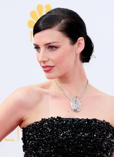 Pin for Later: Celebs Show Us How to Work the Wet Look Off the Runway Jessica Paré Sometimes all you need is mirror shine to give hair a wet-look finish. Hairspray at the parting kept Jessica's hair looking perfectly sleek.