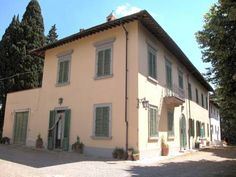 Villa Caruso Sesto Fiorentino Located in Sesto Fiorentino in the Tuscany Region, this villa is 7 km from Loggia del Mercato Nuovo. Guests benefit from patio.  A TV is offered. There is a private bathroom with a bath and bidet.  Florence Airport is 7 km from the property.