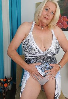 Naked milf leaked cell phone pics