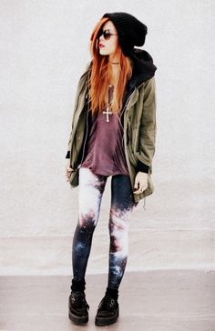 coolest pants/leggings/tights ever! Love her hair