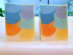 I really liked the colors on this soap. The shimmy was great. I just wish there was more contrast between the bottom two colors. The crumbly bottom along with the spots throughout were a bummer.