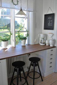 small kitchen-Deco sill beautiful and creative ideas–for-a-high-fensterbank -… - Deko Kitchen Window Bar, Home Decor Kitchen, Kitchen Furniture, Home Kitchens, Home Furniture, Woodworking Furniture, Window Bars, Breakfast Bar Kitchen, Breakfast Bars