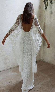 White wedding dress. All brides dream of having the most suitable wedding, but for this they need the perfect bridal gown, with the bridesmaid's outfits complimenting the brides dress. Here are a variety of ideas on wedding dresses. #bridesmaidgowns