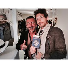 #RiccardoPozzoli Riccardo Pozzoli: Flying to Cuba with @happinessbrand #pitti #firenze #friends #walkabout