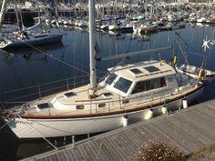 Cabo Rico Northeast 400 boats for sale Yacht Design, Sailing Basics, Pilothouse Boat, Liveaboard Boats, Yacht Boat, Sailing Yachts, Sailboat Interior, Marine Colors, Sailboat Living