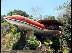 Hotel Suite In An Airplane Soars Over The Costa Rican Jungle