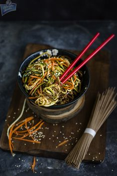 Soba z marchewką i cukinią Soba Noodles, Japanese Food, Japchae, Food To Make, Carrots, Dinner Recipes, Tasty, Ethnic Recipes, Green Garden