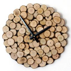 Eco-Friendly Wood Wall Clock : Add a bit of warmth to your home d©cor with this rustic wood wall clock. This clock is sure to add a homey, rustic feel to any room that you decide to display i Rustic Wall Clocks, Unique Wall Clocks, Wood Clocks, Unique Wall Decor, Rustic Wall Decor, Wooden Decor, Diy Wall Decor, Diy Wall Clocks, Clock Wall