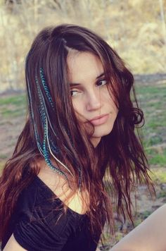 We secure the tips of 6 feathers in our Original Feather Hair Extensions to make installing your hair feathers at home easy without going to a salon near you. Braided Hairstyles For School, Cool Braid Hairstyles, My Hairstyle, Feathered Hairstyles, Bob Hairstyles, Hair Updo, Wedding Hairstyles, Feather Extensions, Hair Extensions