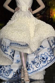 Christian Dior stunning detail by Soy➰I would like something like this on my future wedding dress