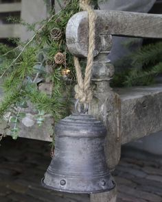 36 Ideas Farmhouse Christmas Exterior Holidays For 2019 Woodland Christmas, Nordic Christmas, Natural Christmas, Christmas Bells, Country Christmas, Simple Christmas, Vintage Christmas, Christmas Holidays, Merry Christmas