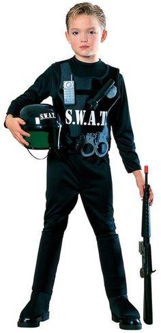 S.W.A.T Poliisi asu. Tässä asussa on kaikki mitä nuorempi konstaapeli saattaa toivoa. #naamiaismaailma