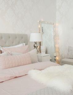 Hue Go kilpailun voittaja on nyt valittu! Frozen Room, Cottage Style Furniture, Pastel Home Decor, Pretty Bedroom, Woman Bedroom, How To Make Bed, Home Decor Inspiration, Interior Design Living Room, Dressing