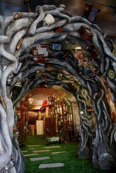 Hot Topic / Alice in Wonderland on Interior Design Served