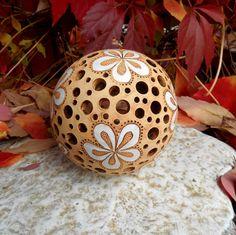 Svítící květinová koule - 3. Ceramic Painting, Ceramic Art, Play Clay, Pottery Wheel, Ceramic Flowers, Fimo Clay, Gourd Art, Candle Lanterns, Ceramic Bowls